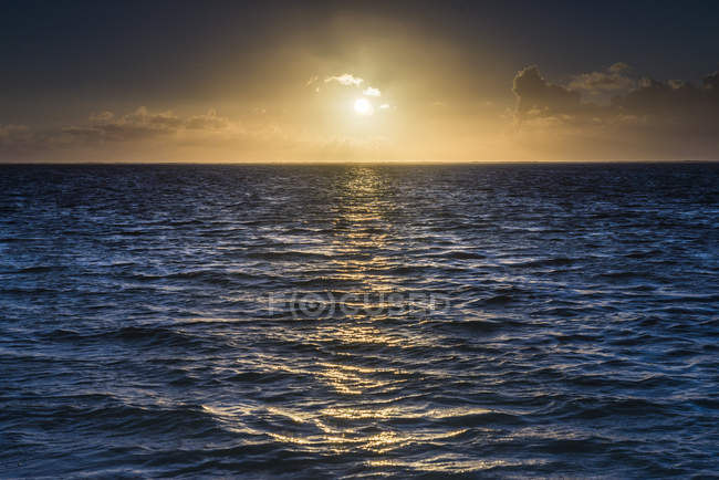 Схід сонця на тропічний острів Тихоокеанський Rarotonga — стокове фото