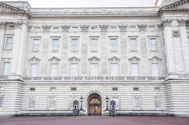 Granatieri a Buckingham Palace — Foto stock