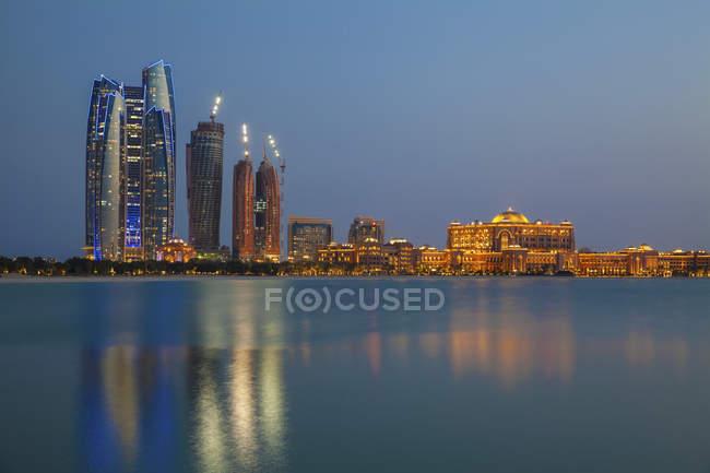 Городской пейзаж в Абу-Даби — стоковое фото