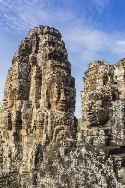 Tours de visage dans le Temple du Bayon — Photo de stock