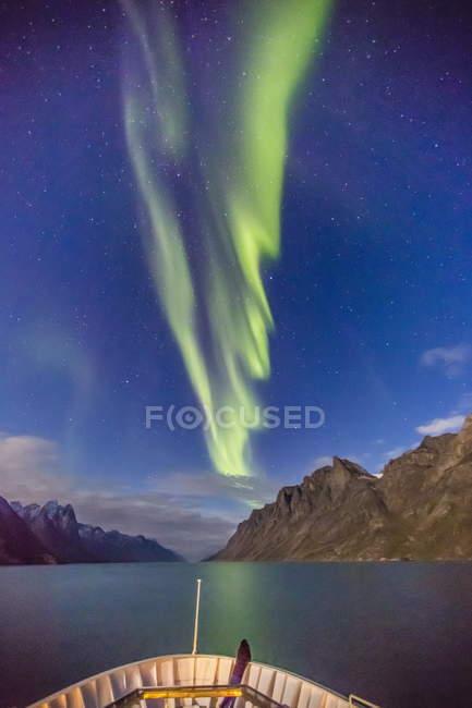 Aurora Borealis in Kangerlussuaq Fjord — Stockfoto
