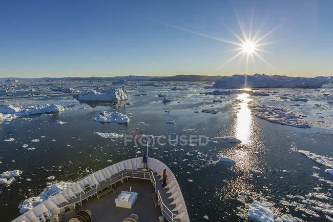 Expeditions ship amongst huge icebergs — Stock Photo