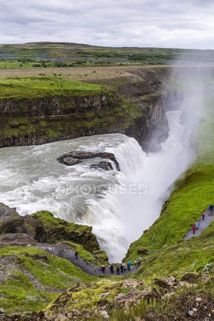 Вид на реки Хвитау Гульфосс — стоковое фото