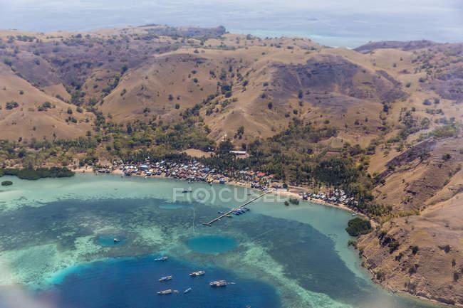 Vista aérea del puerto de Labuan Bajo - foto de stock