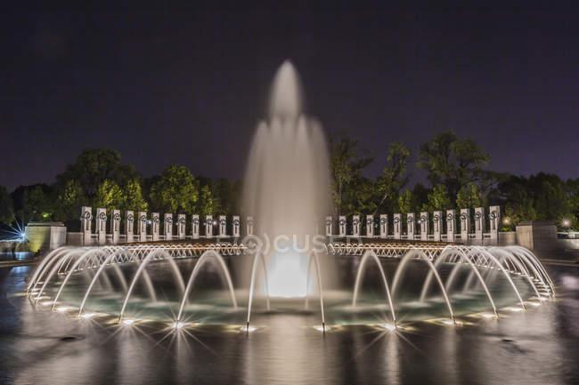 World War Ii Memorial di notte — Foto stock