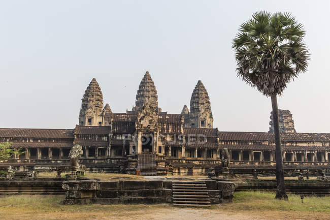 East entrance to Angkor Wat — Stock Photo