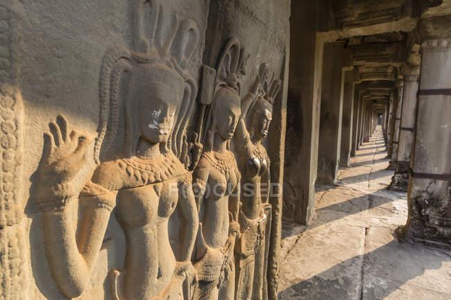 Sculture in bassorilievo di Apsara, Angkor Wat — Foto stock