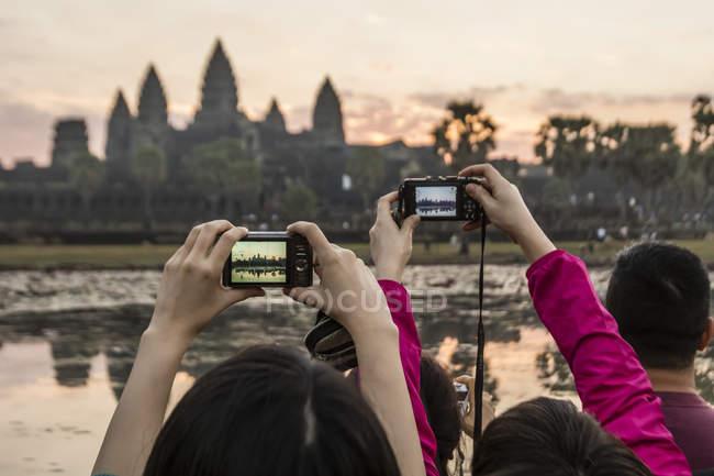 Туристи фотографування sunrise — стокове фото
