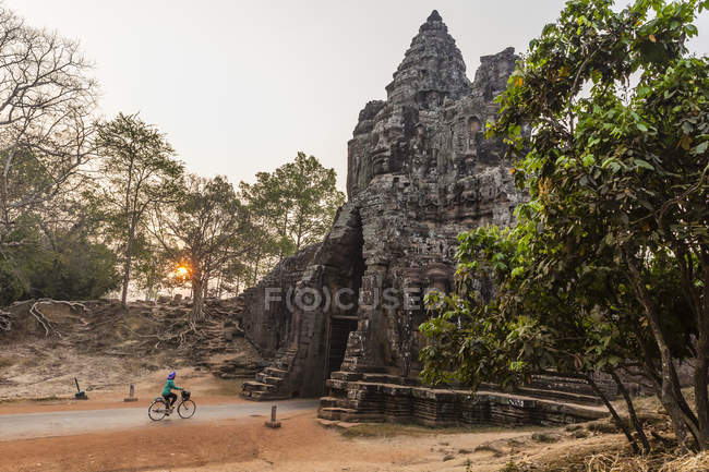 South Gate in Angkor Thom — Stock Photo