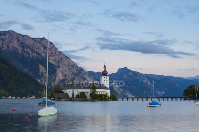 Malerische Schloss Ort am See Traunsee — Stockfoto