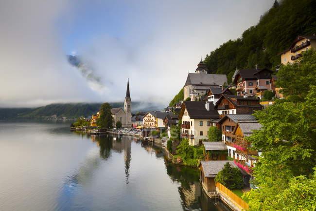 Dorf von Hallstatt tagsüber — Stockfoto