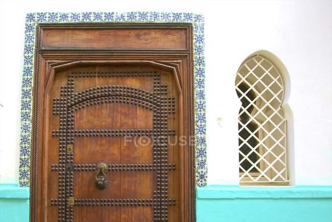 Marokkanische dekorative Holztür — Stockfoto