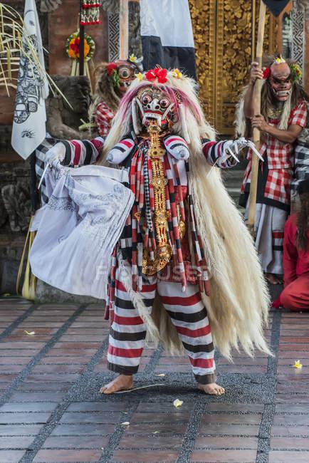 Traditioneller balinesischer Tanz Barong und Kris — Stockfoto