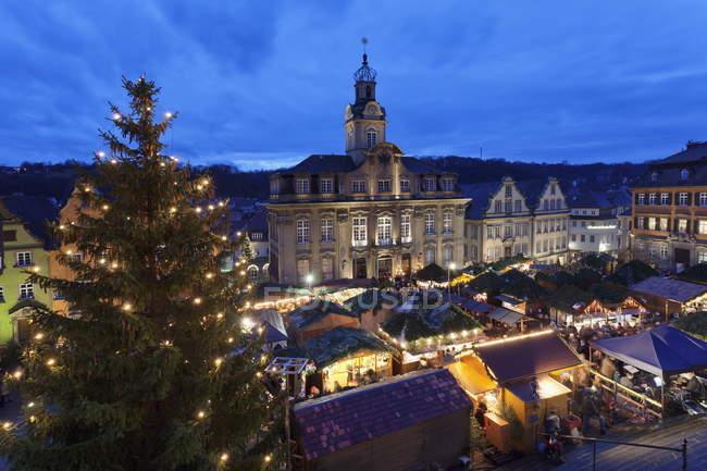Weihnachtsmarkt am Rathaus — Stockfoto