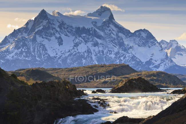 Salto Chico e Cordilheira del Paine — Fotografia de Stock