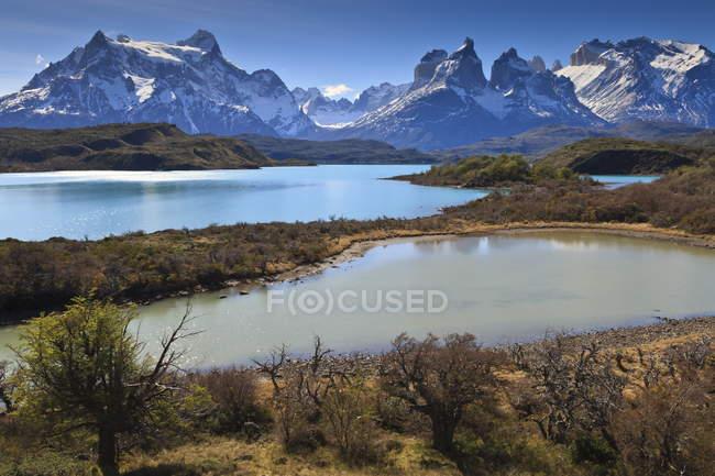 Lago Pehoe e Cordilheira del Paine — Fotografia de Stock