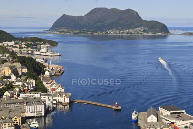 Vue depuis la colline Aksla au-dessus du port de Alesund — Photo de stock