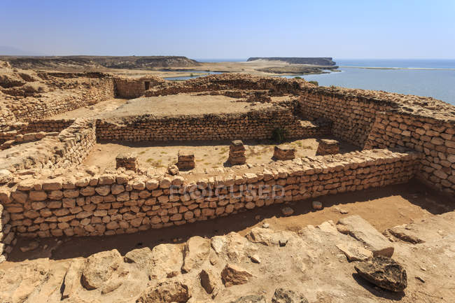 Sumhuram ruins overlooking Khor Rori — Stock Photo