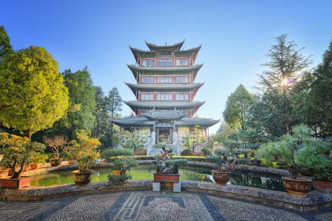 Lion Hill в місті Lijiang — стокове фото