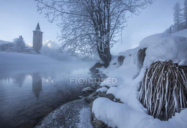 Gelo e geada cobrindo as margens do Rio Inn — Fotografia de Stock