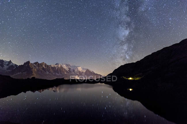 Camping under stars at Lac des Cheserys — Stock Photo