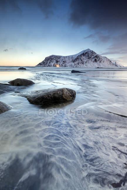 Pôr do sol na praia Skagsanden surreal — Fotografia de Stock