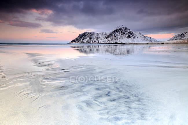 Pôr do sol na praia de Skagsanden — Fotografia de Stock