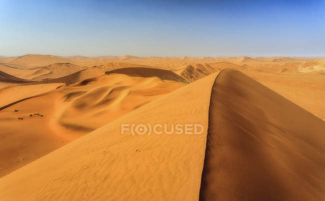 Sand dunes shaped by wind — Stock Photo