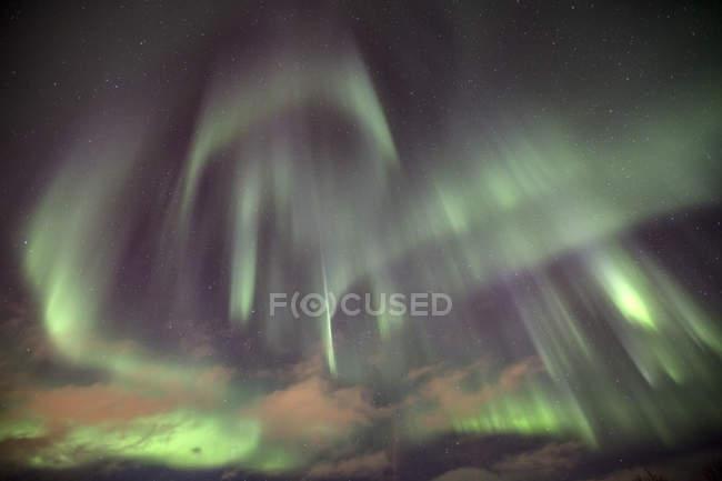 Cielo de color de Aurora Boreal - foto de stock