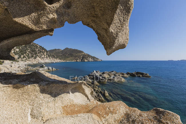 View of natural sea cave of rocks — Stock Photo