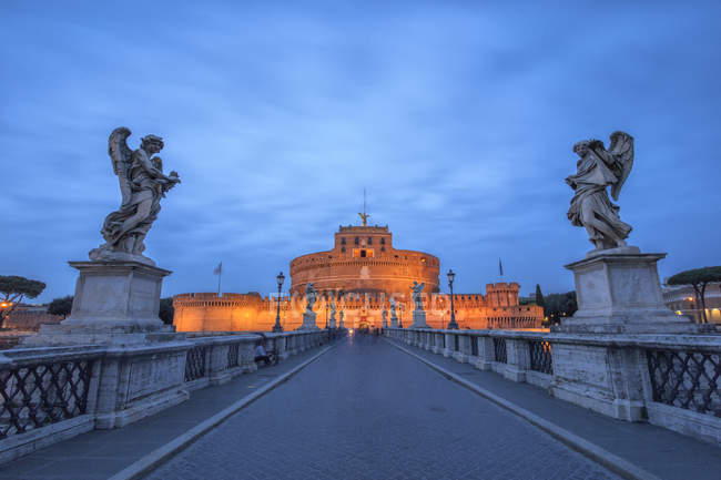 Castel Sant'Angelo with statues — Stock Photo