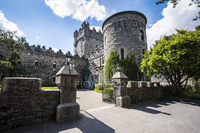 Glenveagh castle in Glenveagh National Park — Stock Photo