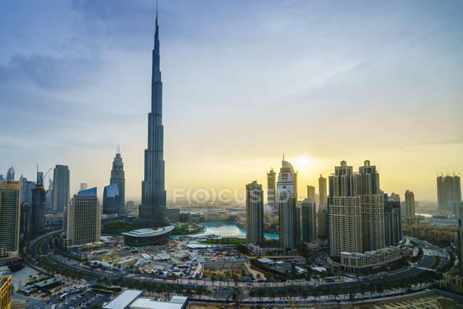 Arranha-céus Burj Khalifa e centro da cidade — Fotografia de Stock