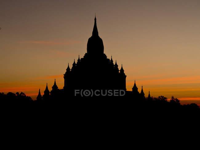 Nascer do sol em templos budistas — Fotografia de Stock