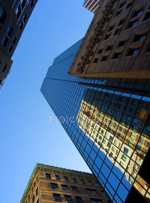 Нижній видом Бостоні хмарочосів — стокове фото