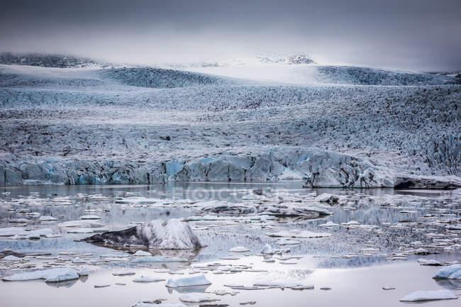 Icebergs floating in Glacier Lagoon — Stock Photo