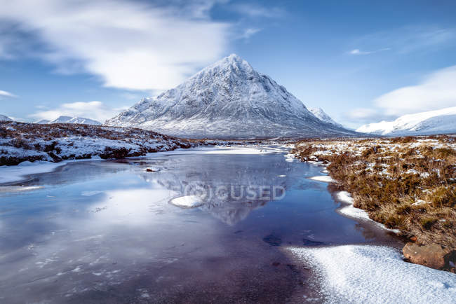 Buachaille Etive Mor and River Coupall — Stock Photo