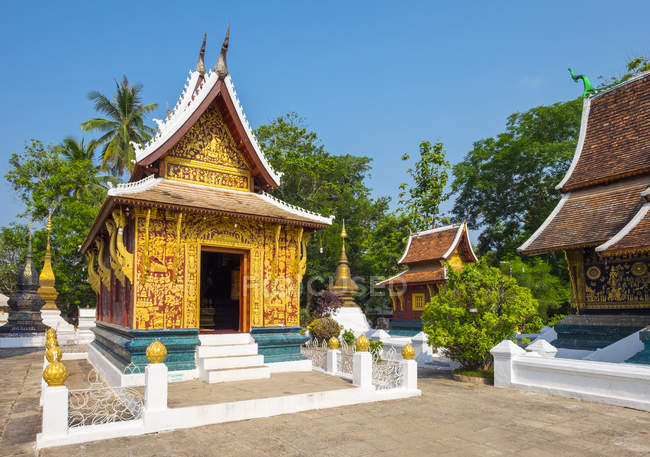 Wat Xieng Thong Buddhist temple — Stock Photo