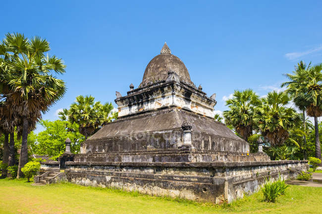 That Makmo stupa in front of Wat Wisunalat — Stock Photo