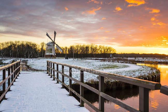 Витте Молен Голландский ветряная мельница на закате — стоковое фото