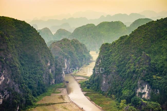 Paesaggio delle montagne carsiche — Foto stock