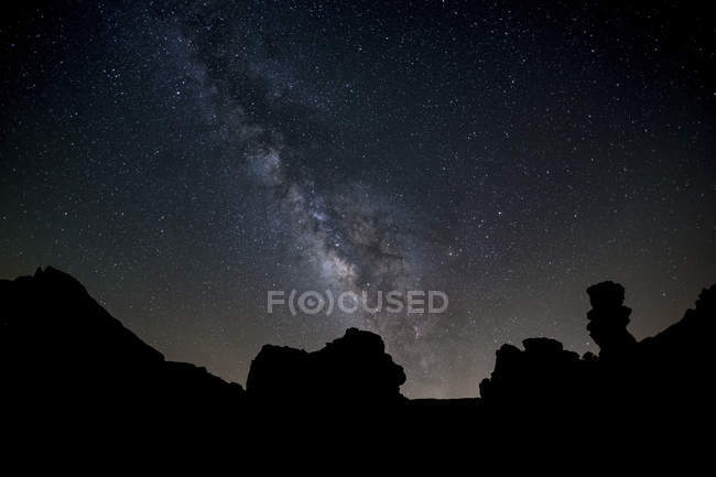 Milky Way arches high in night sky — Stock Photo