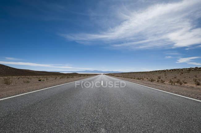 Strada che conduce verso Salinas Grandes — Foto stock