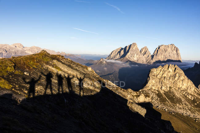 Silhouettes of hikers frame Sass Beca — Stock Photo