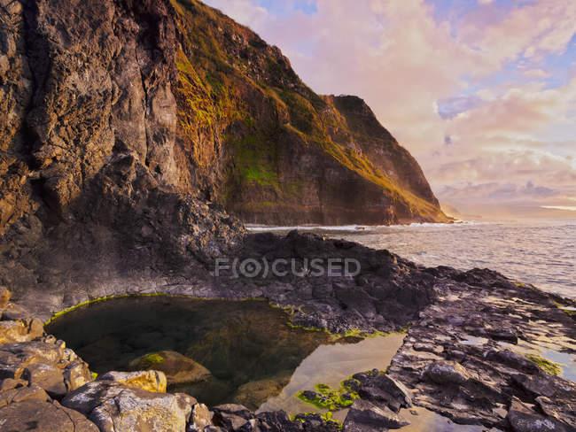 Visão de falésias perto da Ponta de São Jorge — Fotografia de Stock