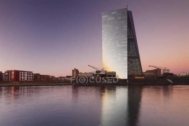 Vista sobre o rio Main para o Banco Central Europeu — Fotografia de Stock