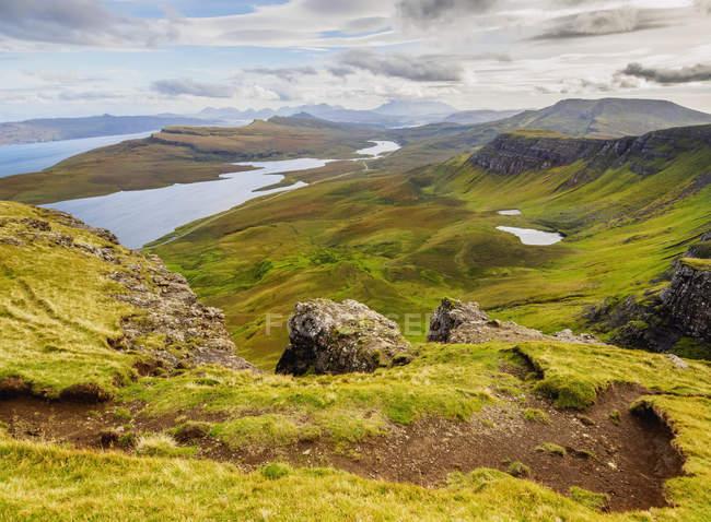 Blick vom Storr in Richtung Loch Leathan — Stockfoto