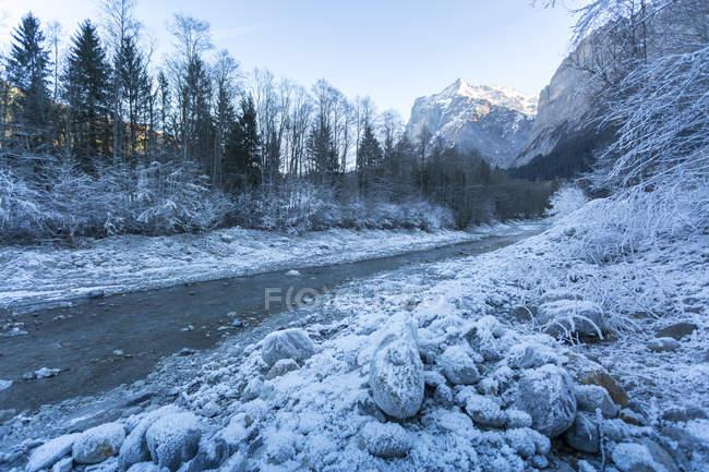 Wetterhorn und mattierte Fluss — Stockfoto