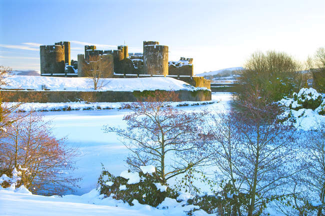 Caerphilly Castle in snow, near Cardiff — Stock Photo