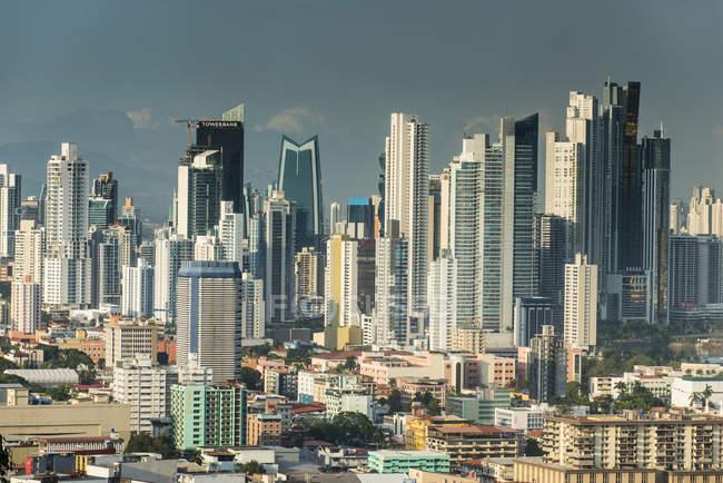 Ciudad de Panamá desde El Ancon - foto de stock